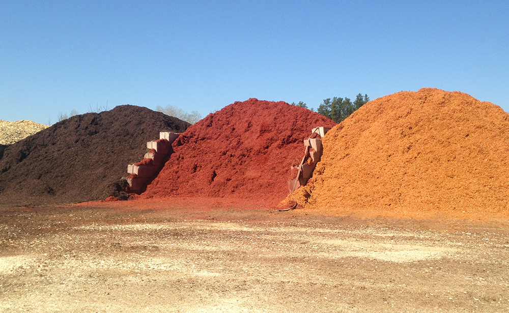 At Savanna Pallets, we maintain sustainable pallet manufacturing by re-selling high quality mulch, wood chips, and wood fiber left over from our manufacturing process